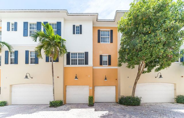 319 East Mallory Circle Delray Beach, FL 33483