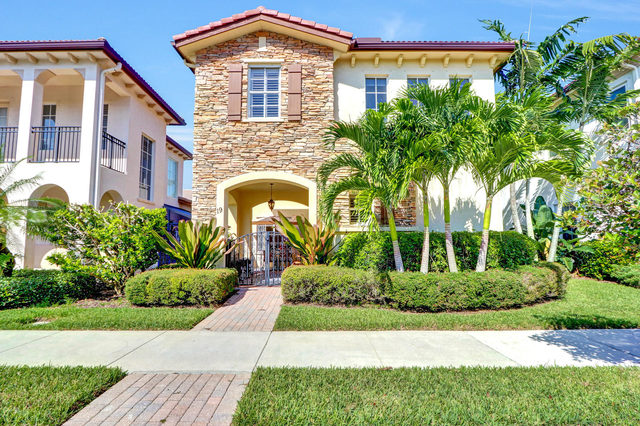 19 Stoney Drive Palm Beach Gardens, FL 33410